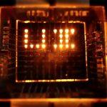 用于多功能显示器的新型光响应LED
